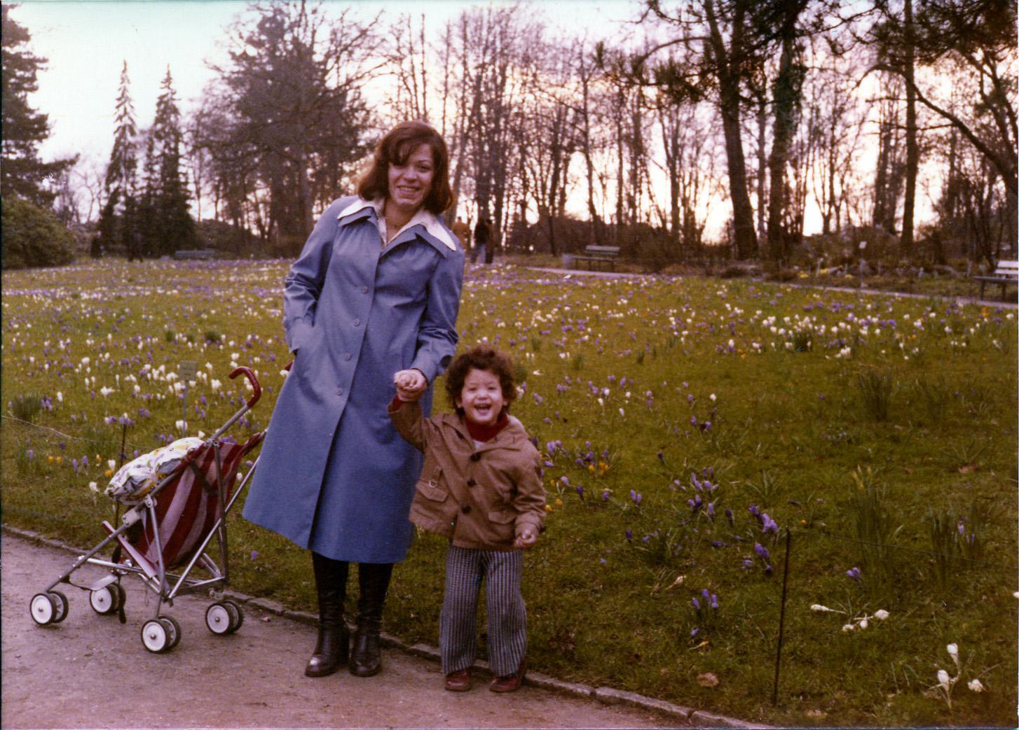 Meine Mutter und ich im Botanischen Garten in Berlin